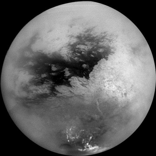 Titan and Dione, Saturn's moons — Astronoo