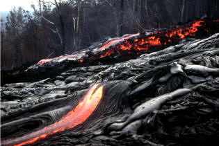 Kilauea, Hawaii: coulée de lave fluide